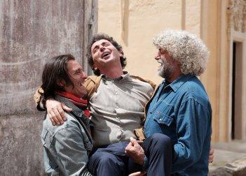 La vita in comune: Claudio Giangreco, Gustavo Caputo e Antonio Carluccio in una scena del film