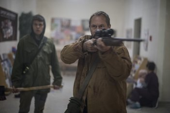 The Void - Il vuoto: Daniel Fathers in una scena del film