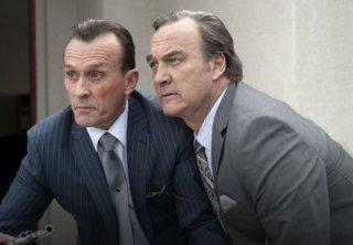 I segreti di Twin Peaks: James Belushi e Robert Knepper in una scena
