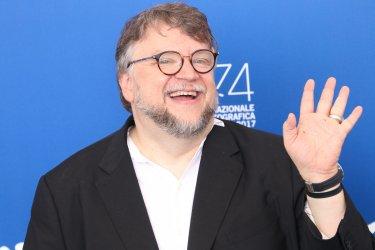 Venezia 2017: un sorridente Guillermo del Toro al photocall di The Shape of Water