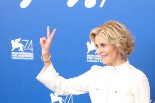 Venezia 2017: Jane Fonda scherza con i fotografi al photocall di Our Souls at Night