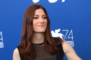 Venezia 2017: Jennifer Carpenter sorridente al photocall di Brawl in Cell Block 99