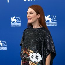 Venezia 2017: Julianne Mooreal photocall di Suburbicon
