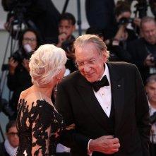 Venezia 2017: Donald Sutherland con Helen Mirren sul red carpet di Ella & John