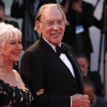 Venezia 2017: uno scatto di Donald Sutherland ed Helen Mirren sul red carpet di Ella & John
