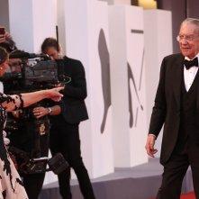 Venezia 2017: Donald Sutherland ed Helen Mirren scherzano sul red carpet di Ella & John
