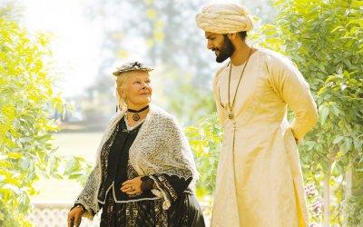Vittoria e Abdul: una 'regale' Judi Dench nella storia di un'improbabile amicizia