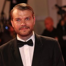 Venezia 2017: Johan Philip Asbæk sul red carpet di Woodshock