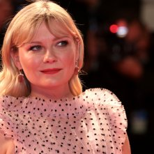 Venezia 2017: uno scatto di Kirsten Dunst sul red carpet di Woodshock