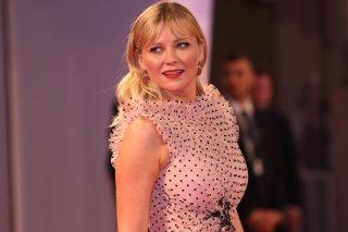 Venezia 2017: Kirsten Dunst sul red carpet di Woodshock
