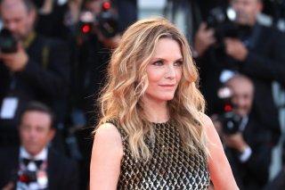 Venezia 2017: la bellissima Michelle Pfeiffer sul red carpet di Madre!