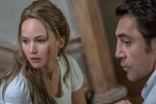 Madre!: Jennifer Lawrence e Javier Bardem in un scena