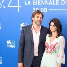 Venezia 2017: Javier BArdem e Penélope Cruz al photocall di Loving Pablo