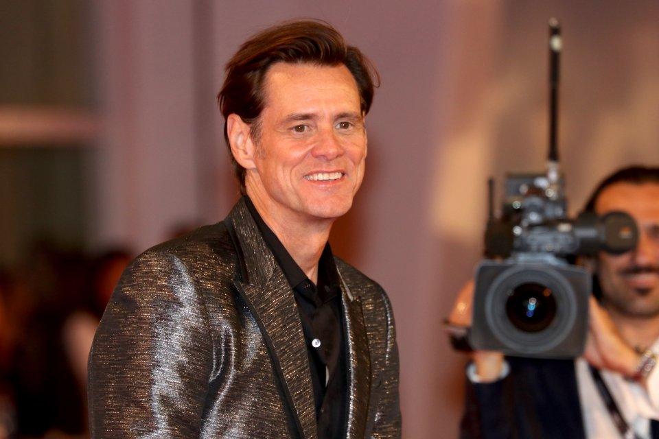 Venezia 2017: un sorridente Jim Carrey sul red carpet di Jim & Andy: The Great Beyond.