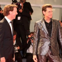 Venezia 2017: Jim Carrey e Chris Smith sul red carpet di Jim & Andy: The Great Beyond.