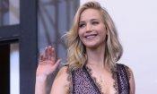 Jennifer Lawrence in fuga dopo l'assalto dei fan durante la conferenza a Venezia