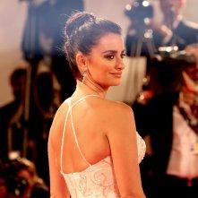 Venezia 2017: la bellissima Penelope Cruz sul red carpet di Loving Pablo