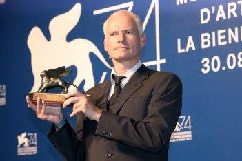 Venezia 2017: Martin McDonagh al photocall dei premiati