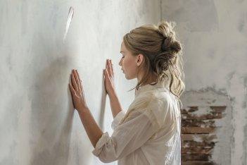 Madre!: Jennifer Lawrence in una scena del film