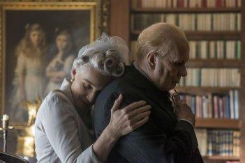 L'ora più buia: Kristin Scott Thomas e Gary Oldman in una scena del film