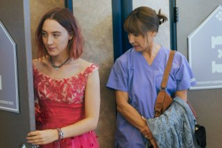 Lady Bird: Saoirse Ronan e Laurie Metcalf in una scena del film