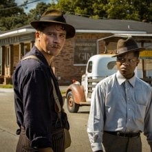 Mudbound: Garrett Hedlund e Jason Mitchell in una scena del film