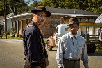 Mudbound: Garrett Hedlund e Jason Mitchell in una scena del film