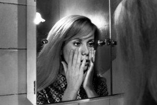 Repulsione: Catherine Deneuve in una scena del film