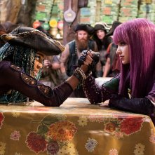 Descendants 2: China Anne McClain and Dove Cameron in una scena