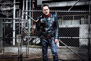 The Walking Dead: Jeffrey Dean Morgan in una foto dell'ottava stagione