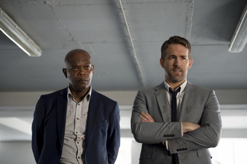 Come ti ammazzo il bodyguard: Samuel L. Jackson e Ryan Reynolds in una scena del film