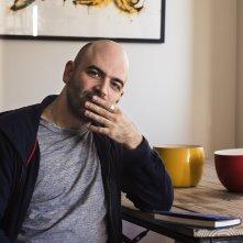 Ferrante Fever: Roberto Saviano in una scena del documentario