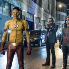 The Flash:  Keiynan Lonsdale e Carlos Valdes in The Flash Reborn