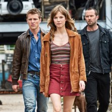Renegades - Comando d'assalto: Sylvia Hoeks, Sullivan Stapleton e Charlie Bewley in una scena del film