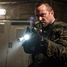 Renegades - Comando d'assalto: Sylvia Hoeks, Sullivan Stapleton in una scena del film