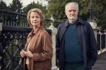 L'altra metà della storia: Charlotte Rampling e Jim Broadbent in un momento del film