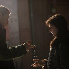L'uomo di neve: Michael Fassbender e Charlotte Gainsbourg in una scena del film