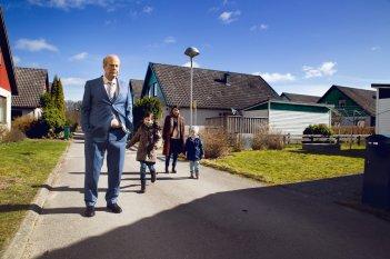 Mr. Ove: Rolf Lassgård e Bahar Pars in una scena del film
