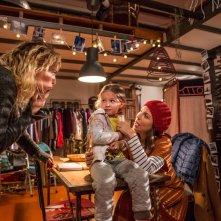 Nove lune e mezza: Michela Andreozzi e Claudia Gerini in una scena del film