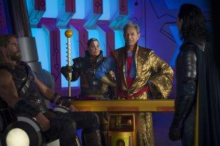 Thor: Ragnarok, Chris Hemsworth e Jeff Goldblum in una scena del film