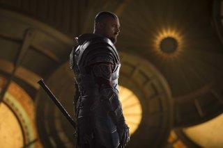 Thor: Ragnarok, Karl Urban in un momento del film