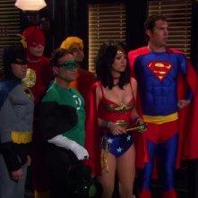 The Big Bang Theory: una scena dell'episodio La ricombinazione della Lega della Giustizia