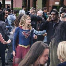 Supergirl: una foto di Melissa Benoist e David Harewood in Girl of Steel