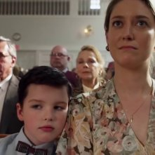 Young Sheldon: Iain Armitage e Zoe Perry in una scena