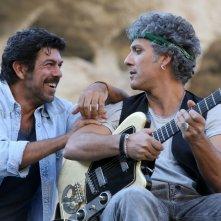 Chi m'ha visto: Pierfrancesco Favino e Beppe Fiorello in un momento del film