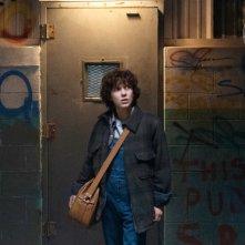 Stranger Things: l'attrice Millie Bobby Brown in una foto della seconda stagione