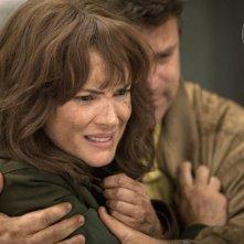 Stranger Things: Winona Ryder in una foto della seconda stagione