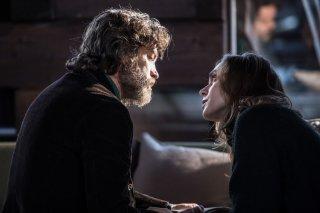 La ragazza nella nebbia: Lucrezia Guidone e Alessio Boni in una scena del film