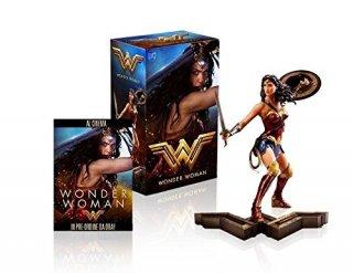 Wonder Woman con statua