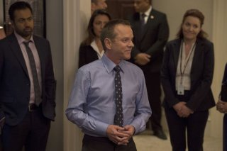 Designated Survivor: Kal Penn e Kiefer Sutherland nell'episodio One Year In